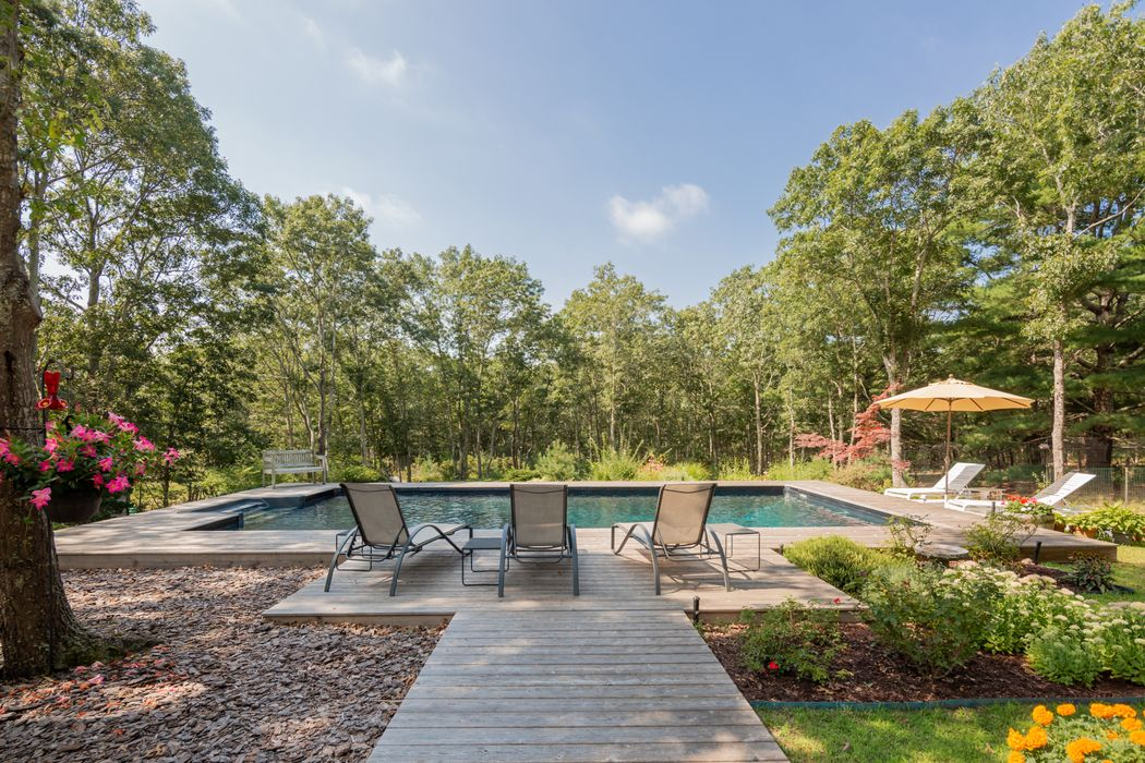 Tranquil Sagaponack Cottage With Pool