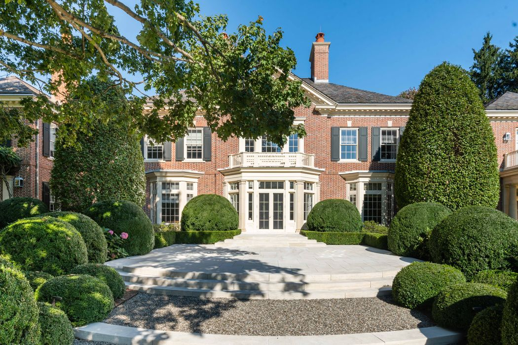 21st Century Lakeside Estate Greenwich, CT 06830