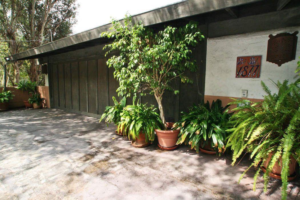 1877 Westridge Road Los Angeles, CA 90049