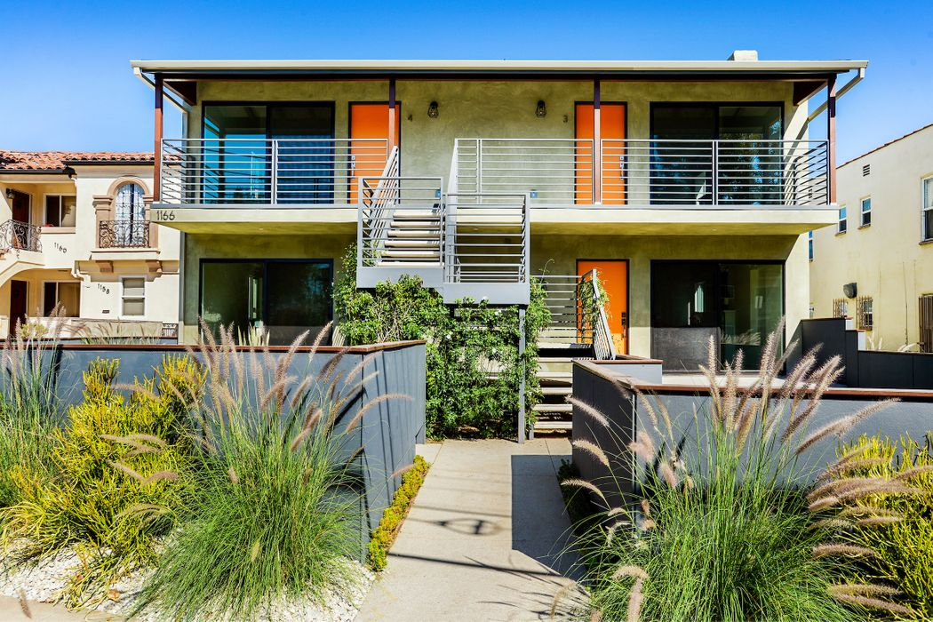 1166 South Cochran Avenue Los Angeles, CA 90019