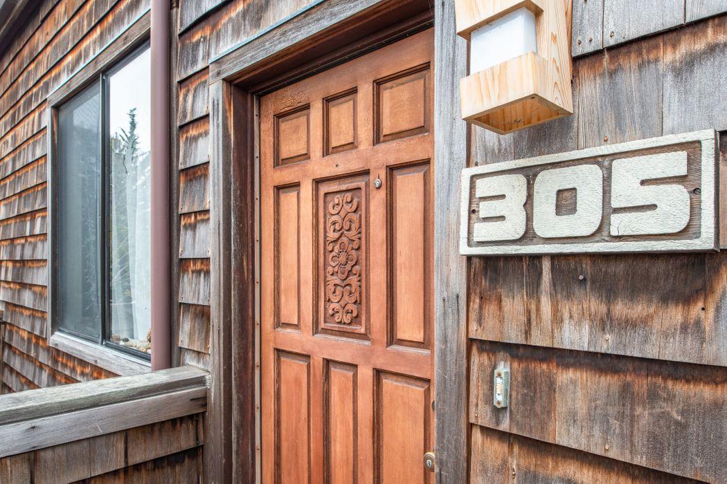 461 Dela Vina Ave Monterey, CA 93940