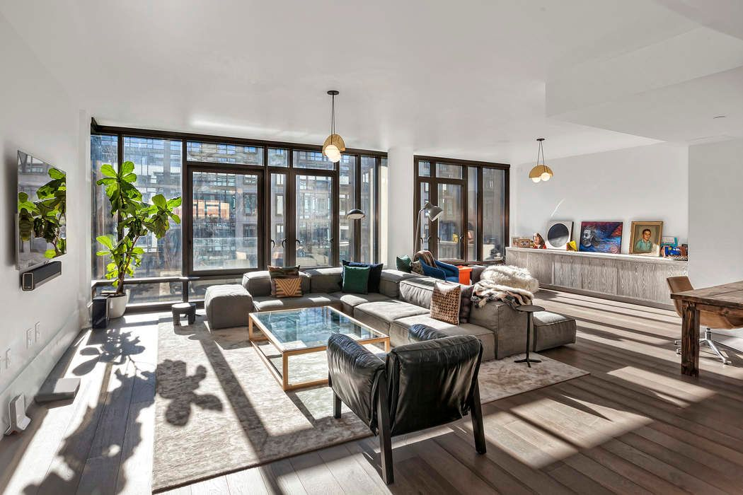 Sprawling, Sun-Drenched Oosten Loft