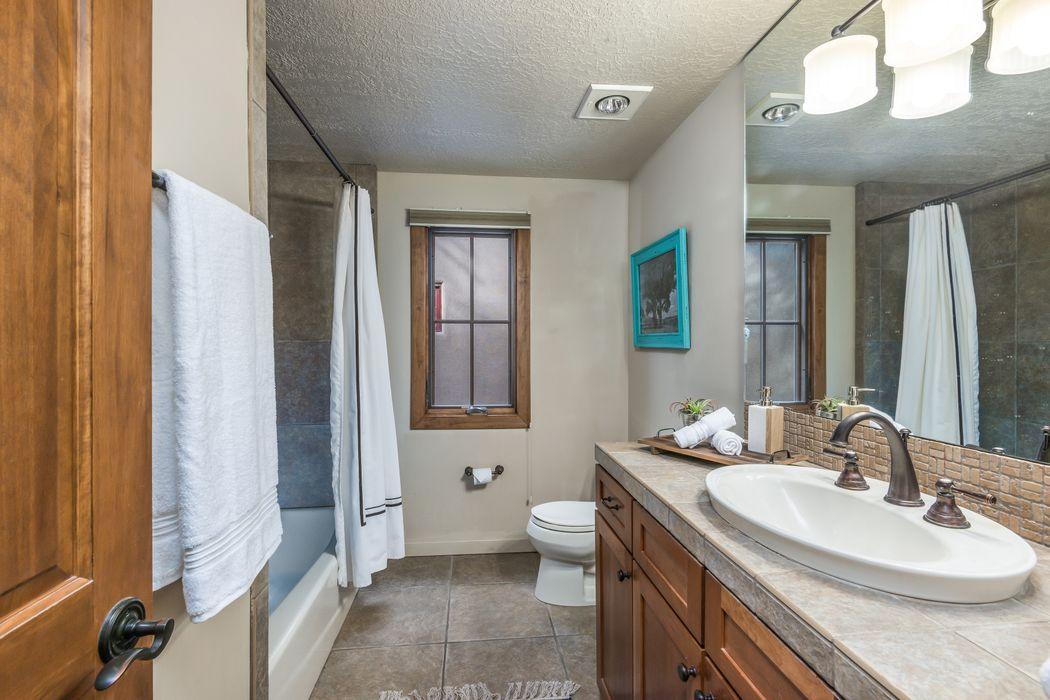 604-D Sunset Street Santa Fe, NM 87501