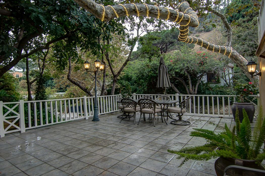 2058 Outpost Drive Los Angeles, CA 90068