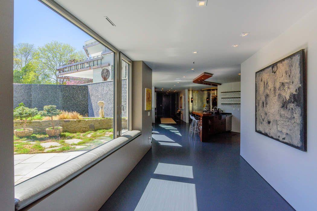 MODERN MASTERPIECE, PARK-LIKE SETTING Wainscott, NY 11975