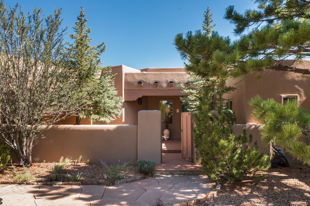 905 Allahna Way Santa Fe, NM 87501