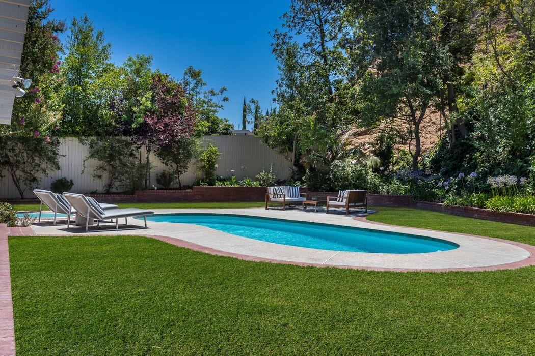 8618 Allenwood Road Los Angeles, CA 90046