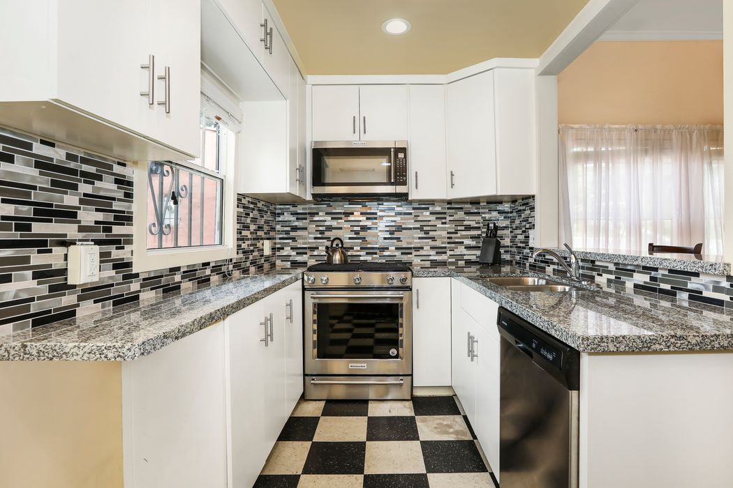 1661 Griffith Park Blvd Los Angeles, CA 90026