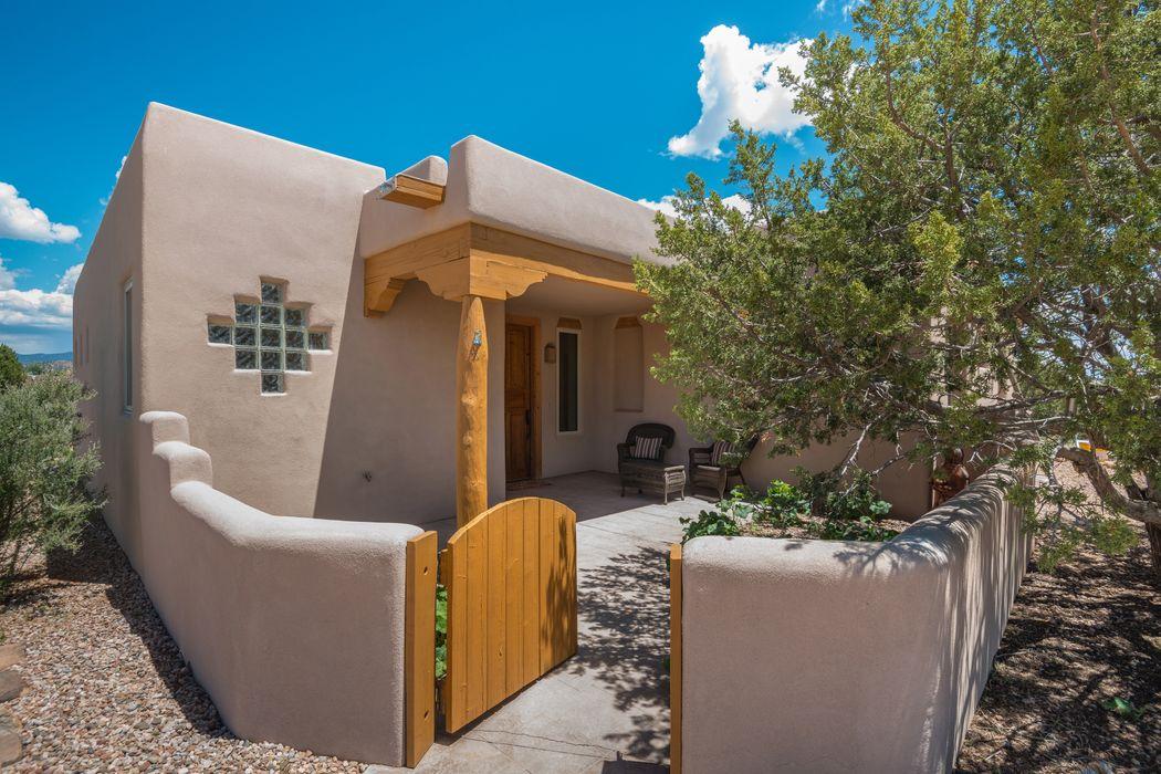 11 Cagua Road Santa Fe, NM 87508