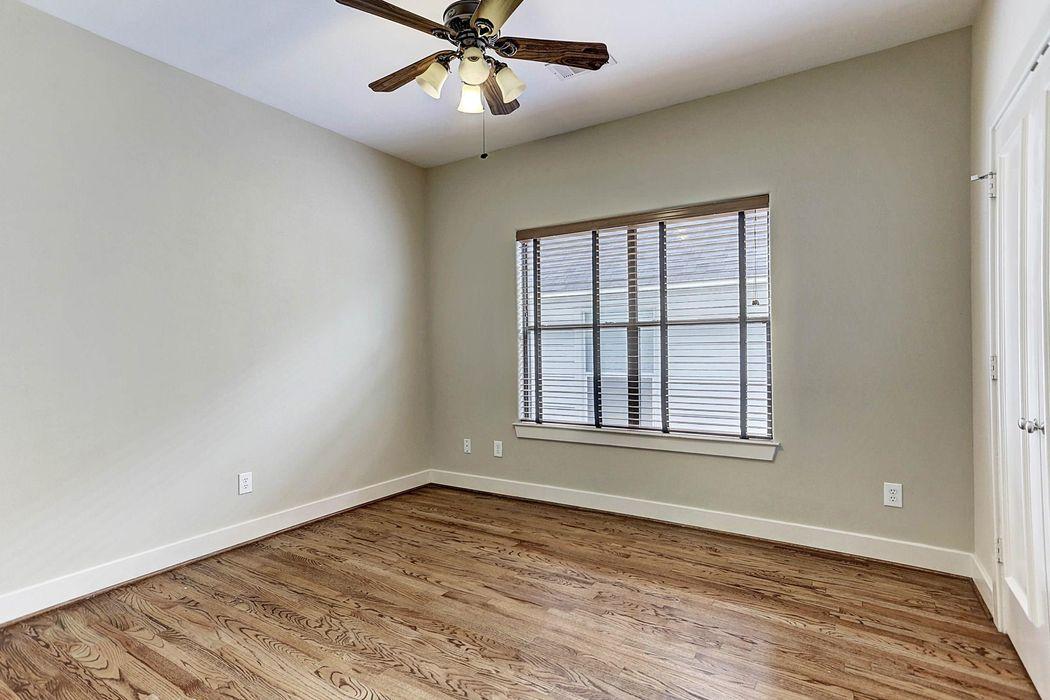 5419 Kiam Street Houston, TX 77007