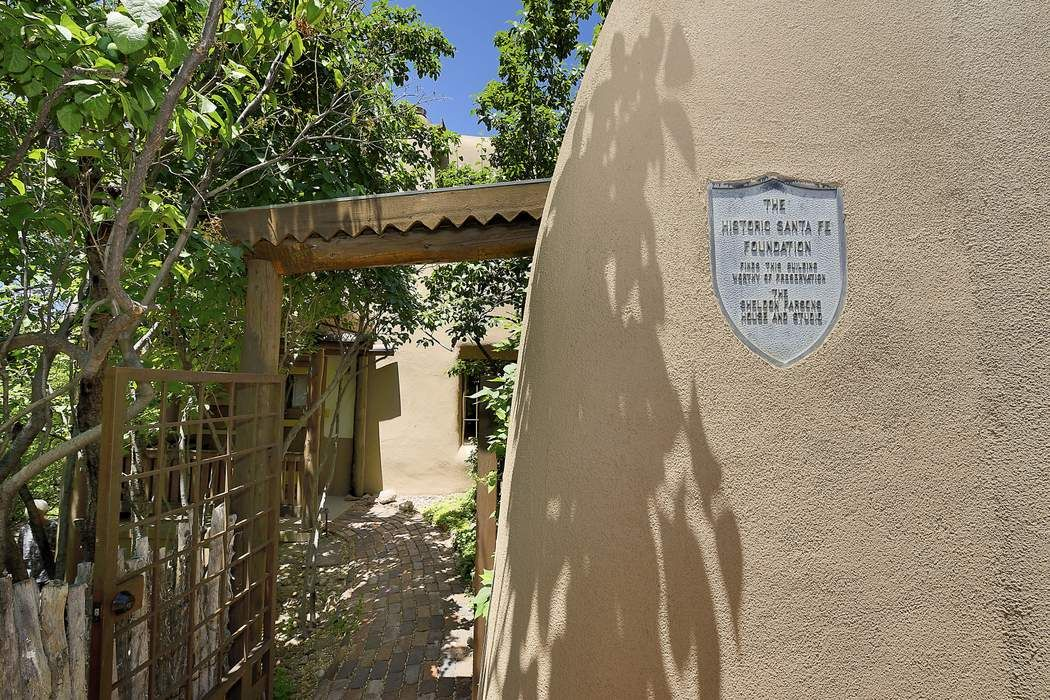 5 Cerro Gordo Rd Santa Fe, NM 87501