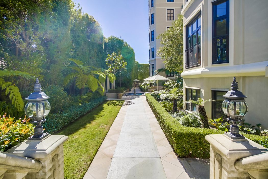 316 North Rossmore Avenue Apt 100 Los Angeles, CA 90004
