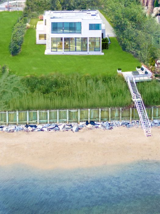 247 Kings Point Road East Hampton, NY 11937