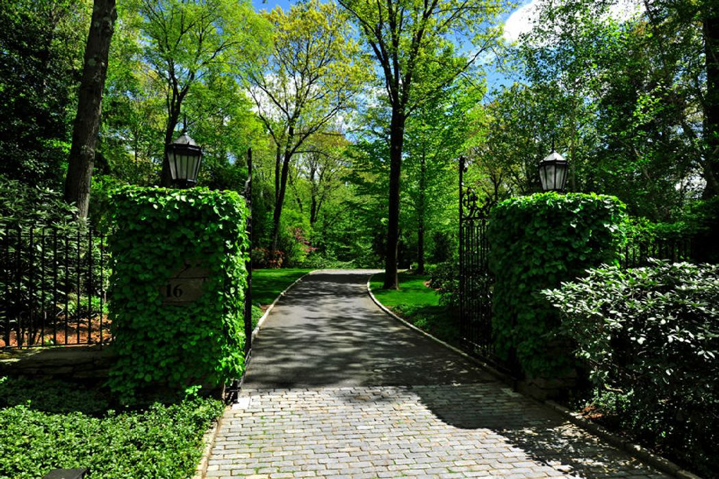 16 Hurlingham Drive Greenwich Ct 06831 Sotheby S