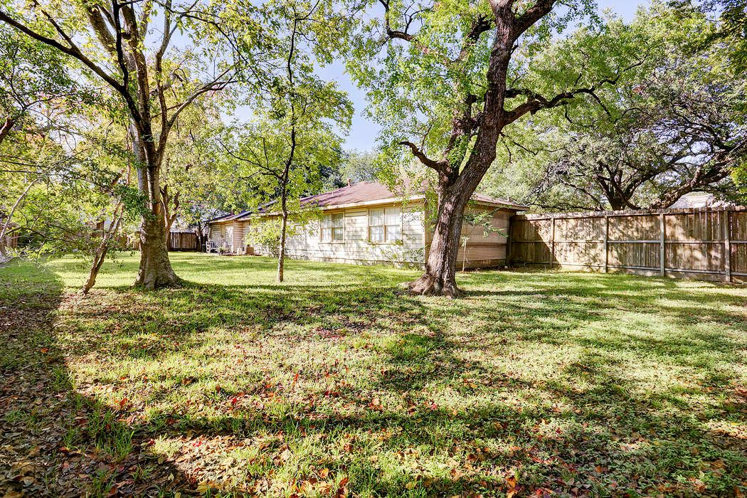 4701 Bellview Street Bellaire, TX 77401
