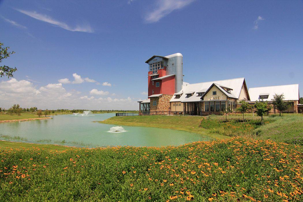62 Floral Hills Fulshear, TX 77441