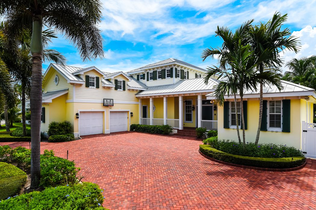 831 Country Club Dr North Palm Beach, FL 33408