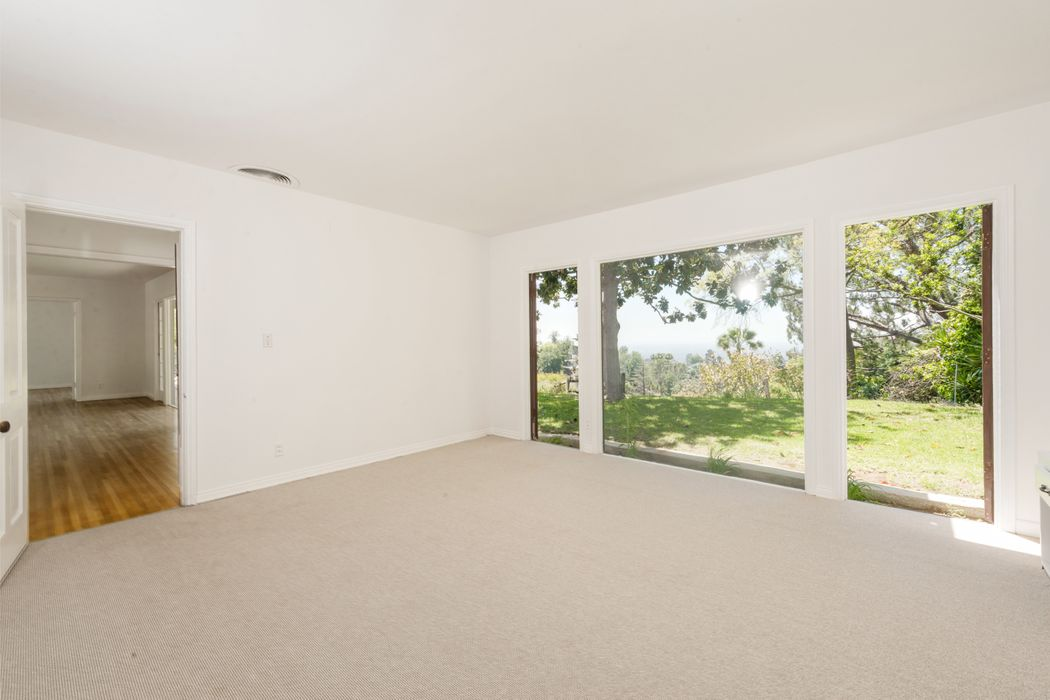 2737 Outpost Drive Los Angeles, CA 90068