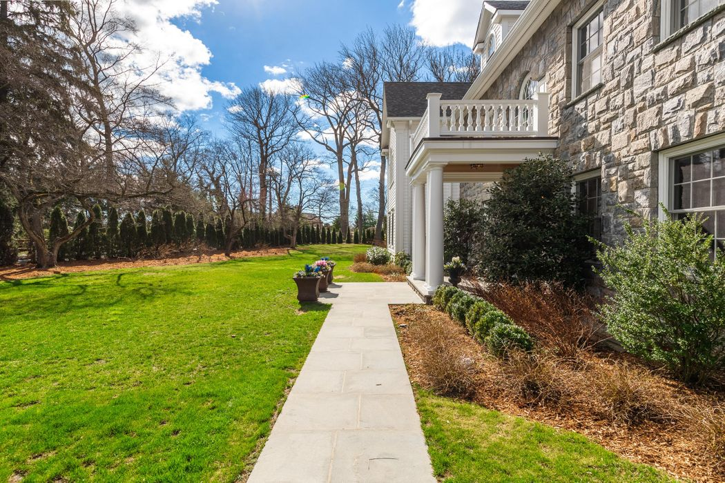 75 Oneida Drive Greenwich, CT 06830