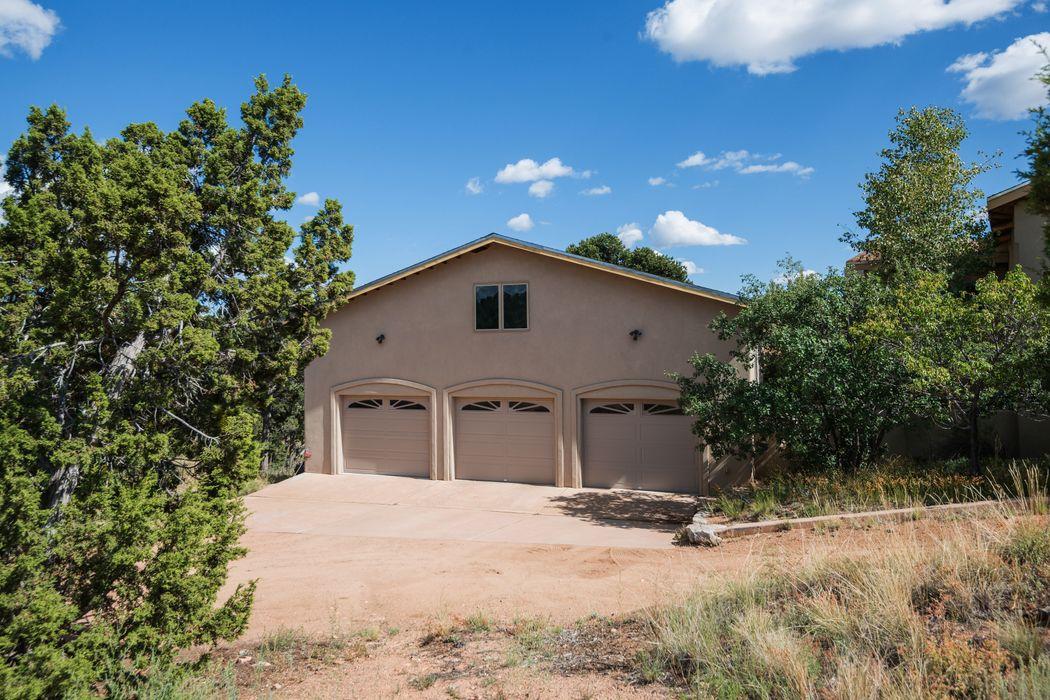 30-A Apache Creek Road Santa Fe, NM 87505