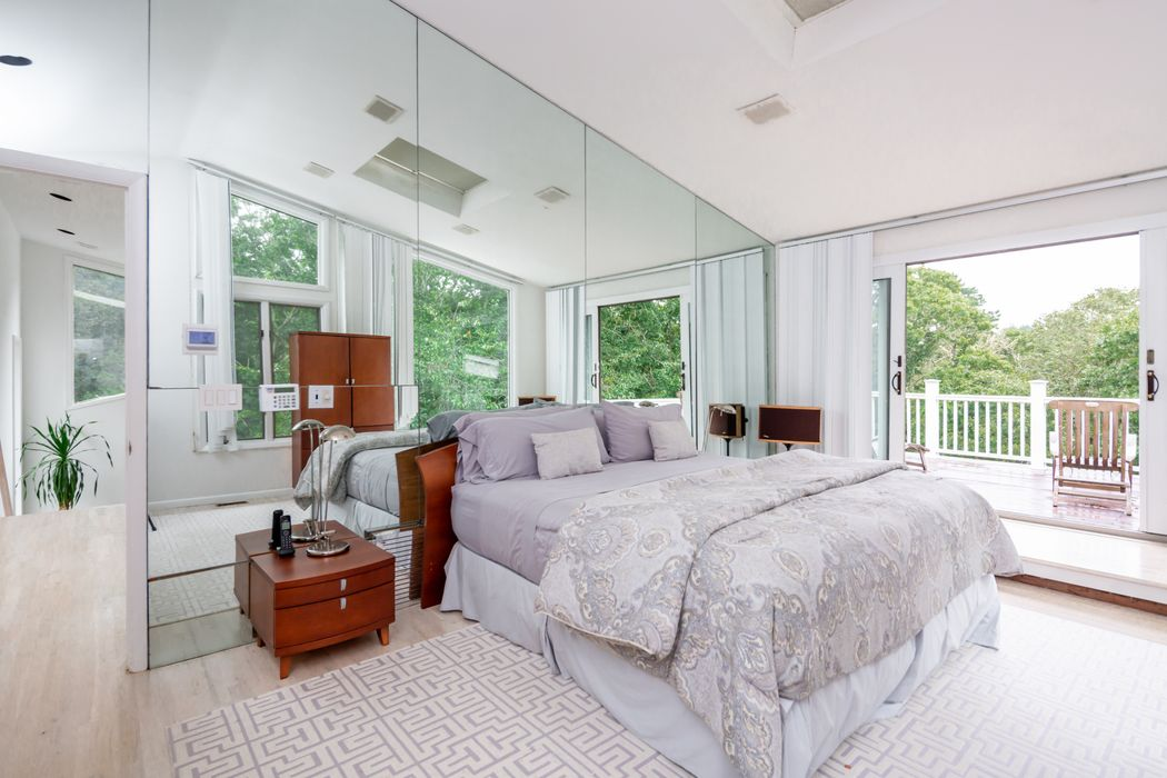 303 Two Holes Of Water Road East Hampton, NY 11937