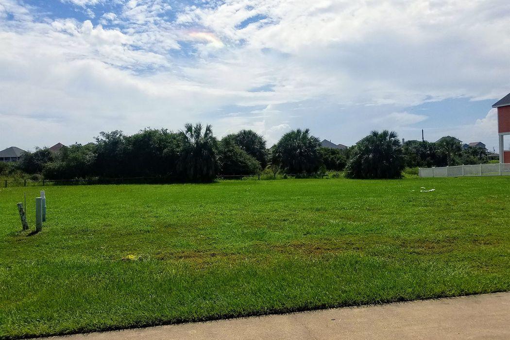 13814 Windlass Circle Galveston, TX 77554