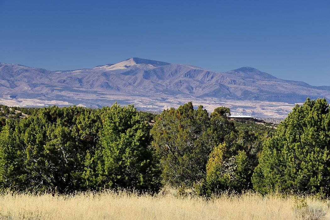 18 White Boulder Road Santa Fe, NM 87506