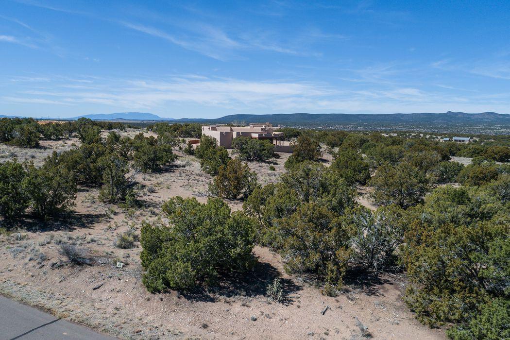 15 Calle Mi Gusto Santa Fe, NM 87506
