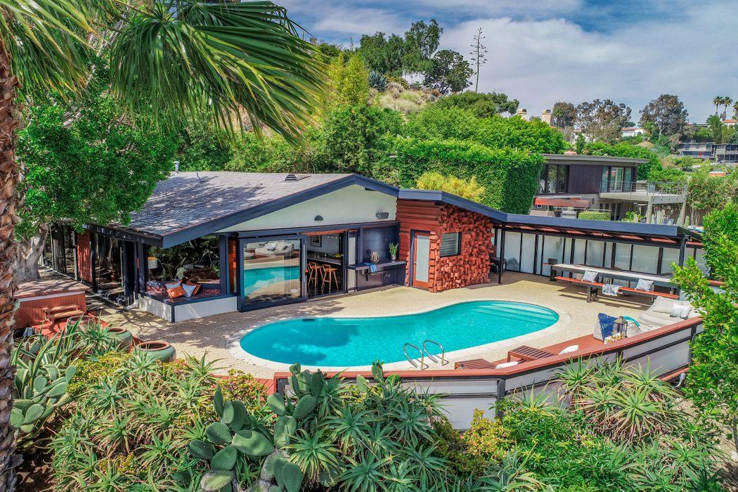 5681 Holly Oak Drive Los Angeles, CA 90068
