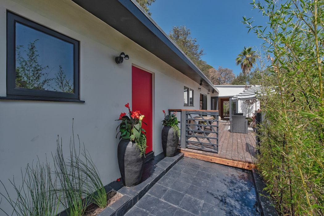 3375 Coldwater Canyon Avenue Studio City, CA 91604