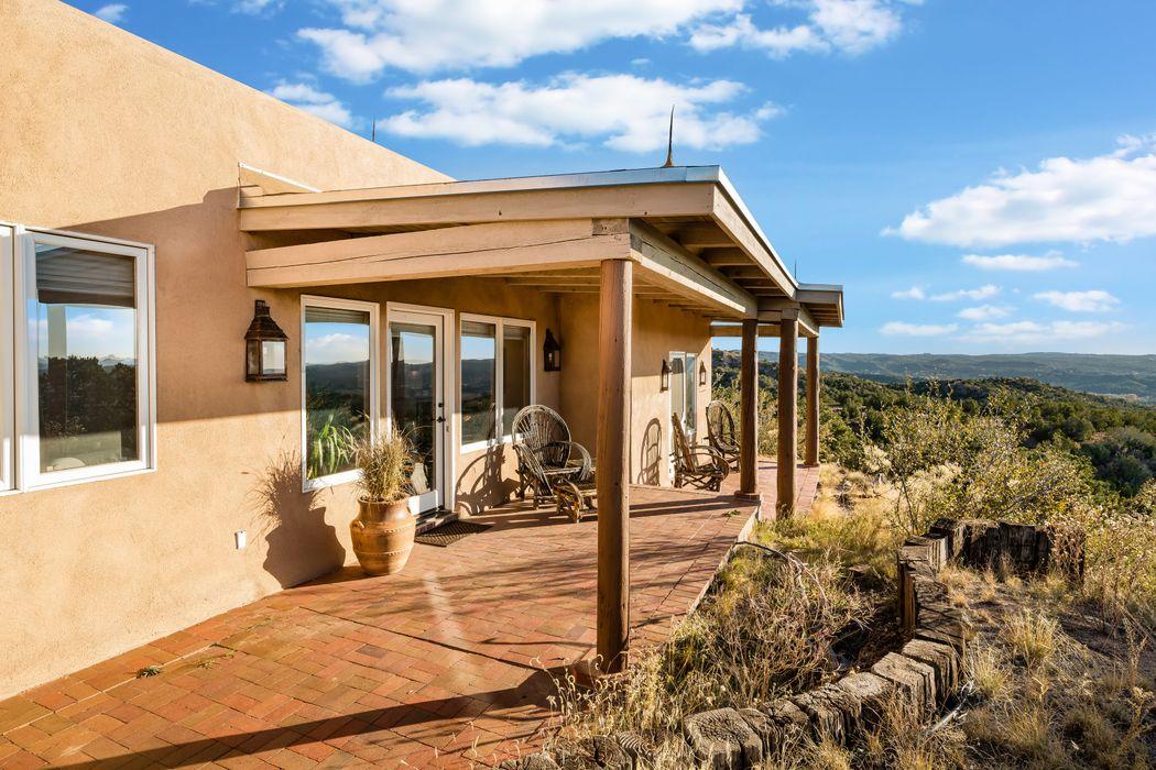66 Camino De Milagro Santa Fe, NM 87506