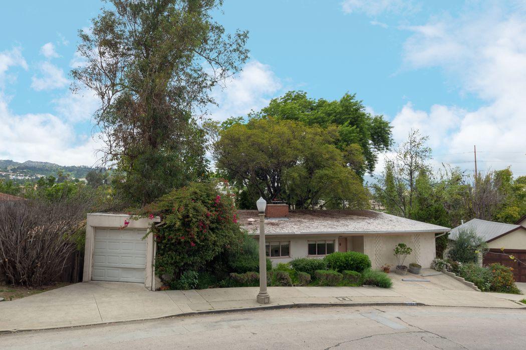 2755 Lakewood Avenue Los Angeles, CA 90039