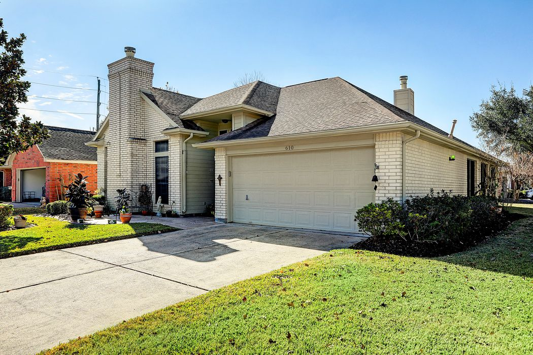 610 East Larkspur Circle Pearland, TX 77584