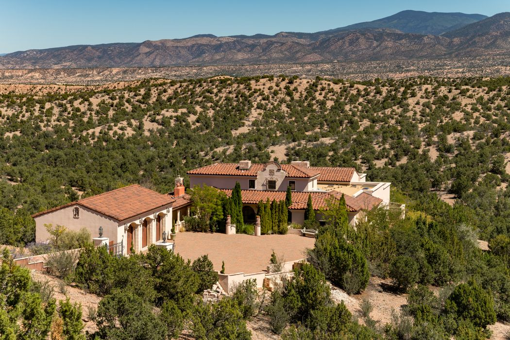101 Tano Norte Santa Fe, NM 87506