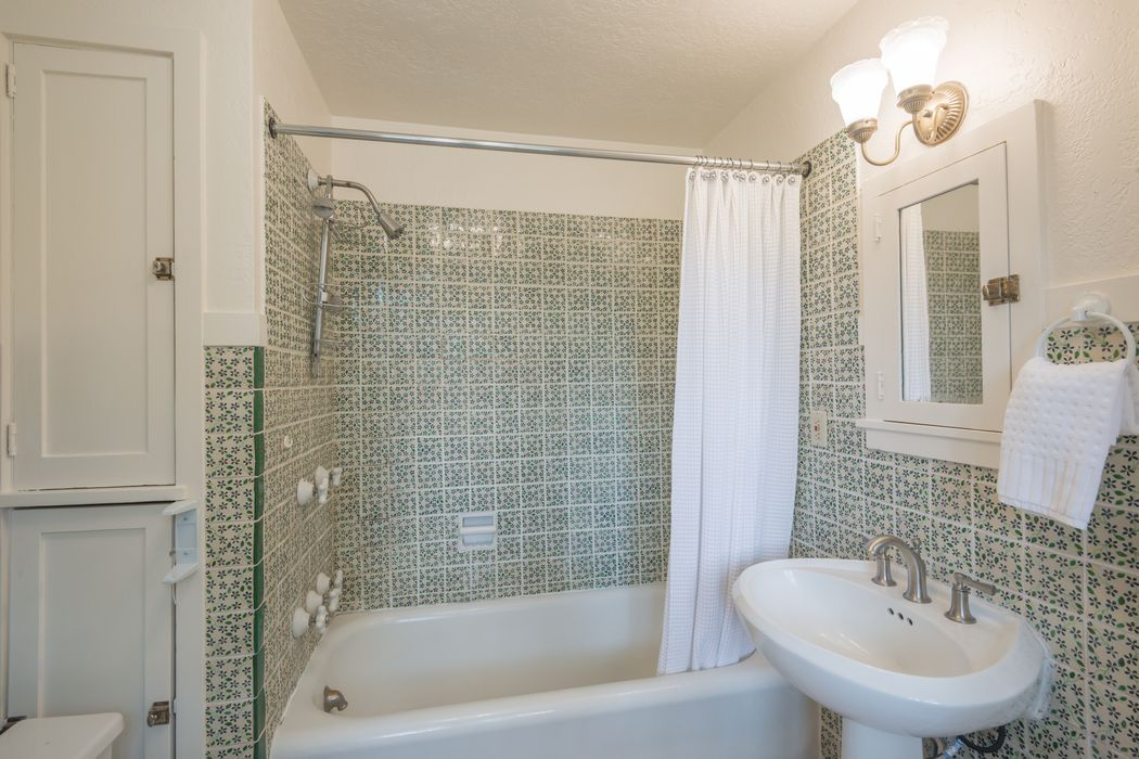 325 Hillside Avenue Santa Fe, NM 87501