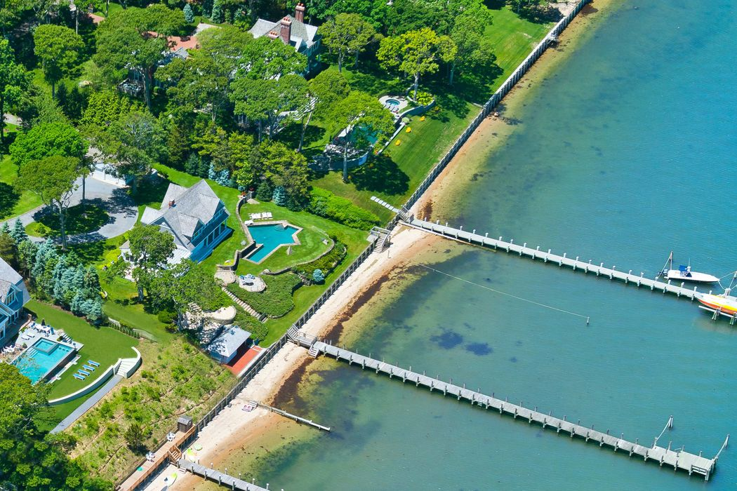 48 Forest Rd Sag Harbor, NY 11963