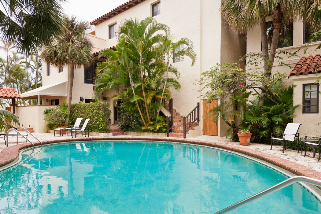 Palm Beach One Bedroom Rental In Town