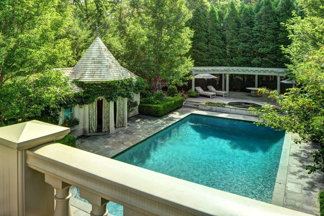 Decor Inspiration: A Dreamy Summer Home in East Hampton ...