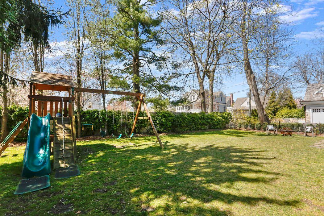 15 Meadow Marsh Lane Old Greenwich, CT 06870