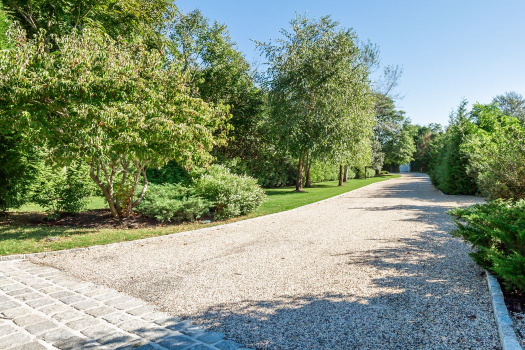 83 Bridgehampton-Sag Harbor Turnpike Bridgehampton, NY 11932