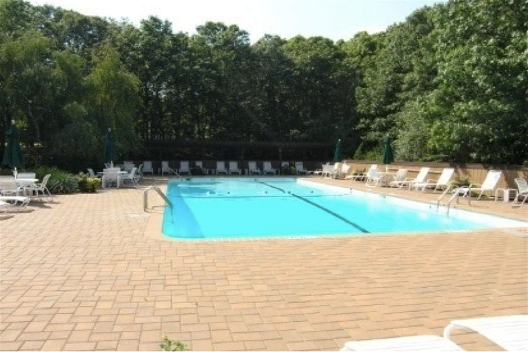 190 Treescapes Drive East Hampton, NY 11937
