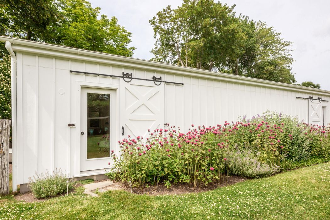 Renovated Traditional Farmhouse Bridgehampton, NY 11932