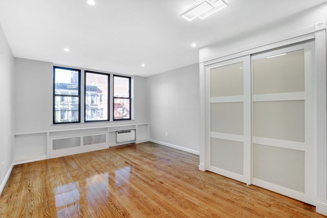 Charming Renovated  Studio Condo!