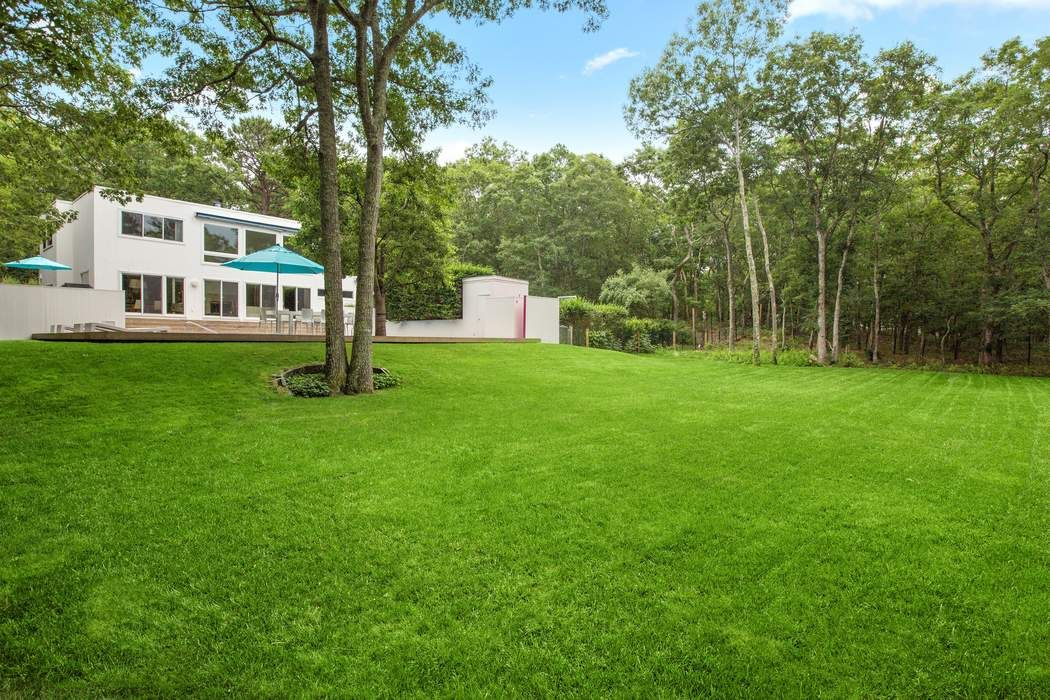 16 Quarty Court East Hampton, NY 11937