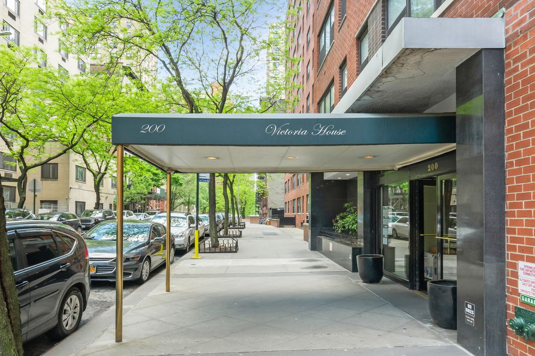 200 East 27th Street, Apt.11S New York, NY 10016
