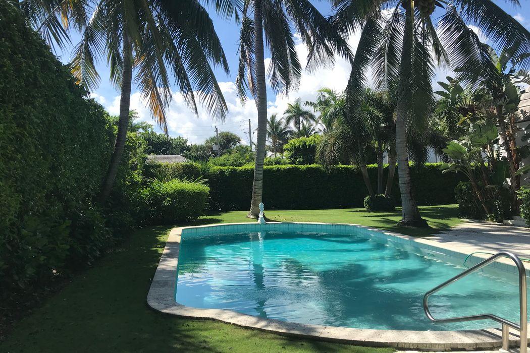 207 Bahama Ln Palm Beach, FL 33480