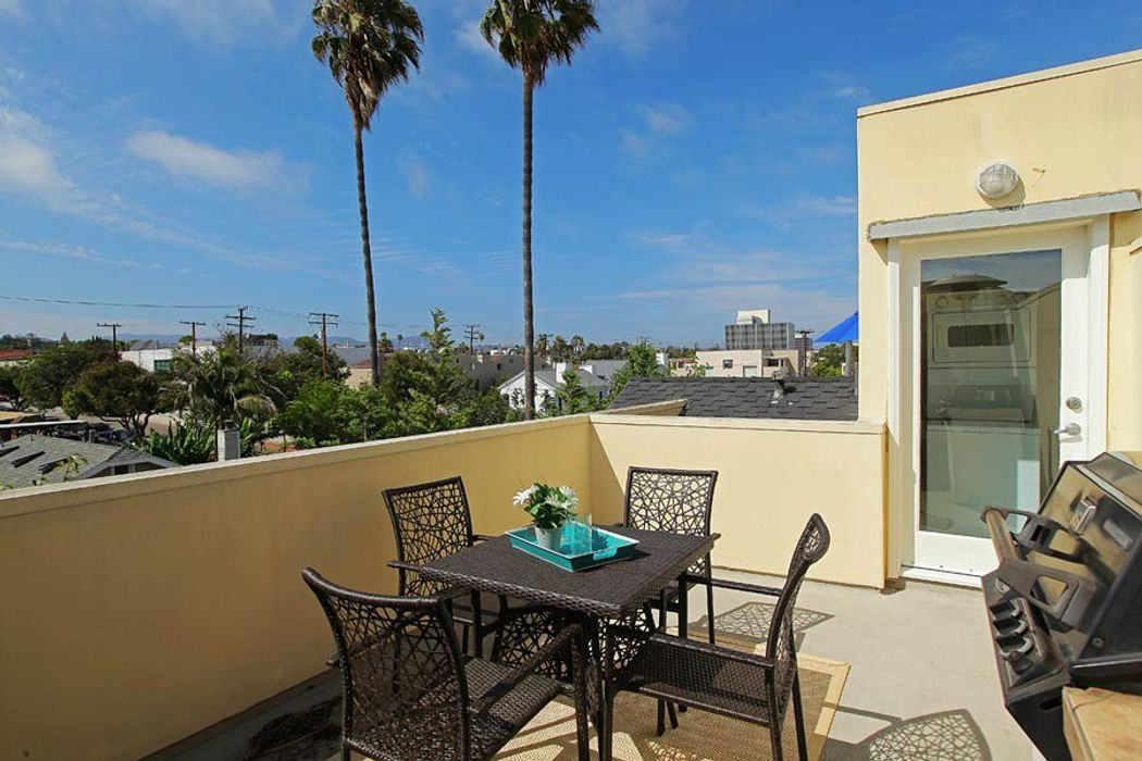 1238 22nd Street Santa Monica, CA 90404