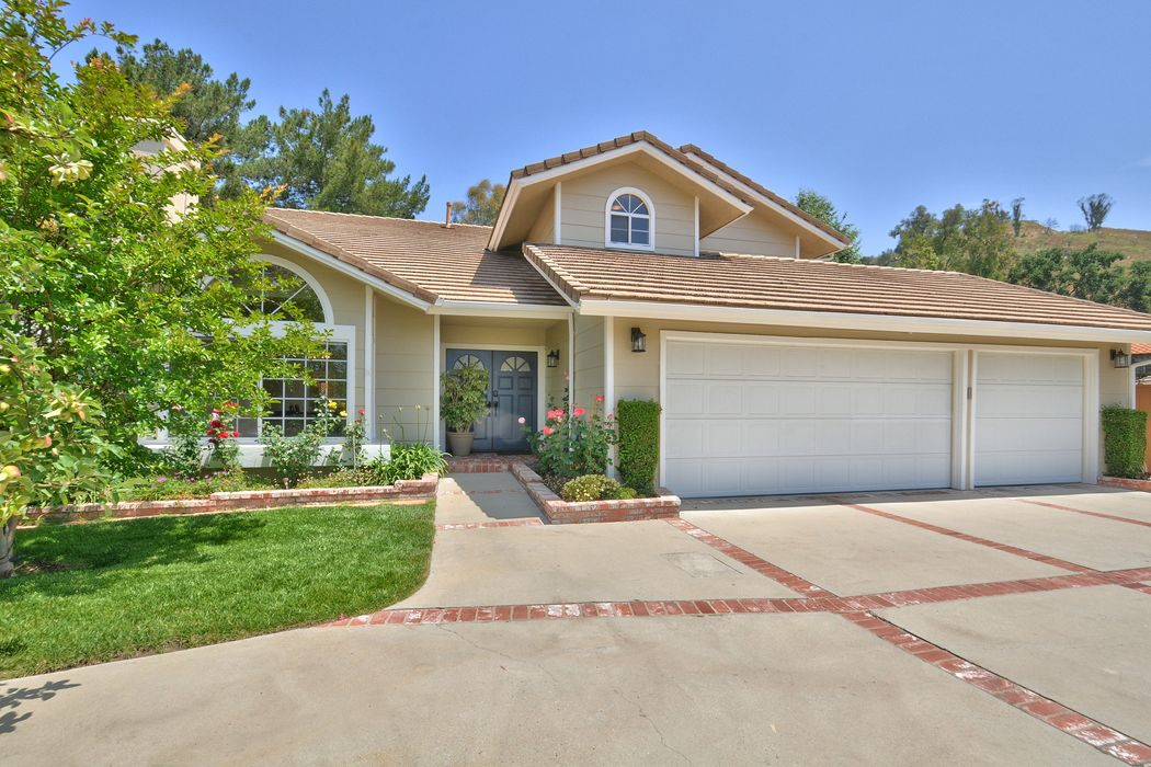 853 Admiral Court Oak Park, CA 91377
