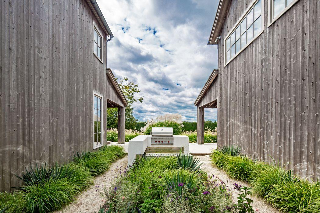 Modern Barn Style in Horse Country Bridgehampton, NY 11932