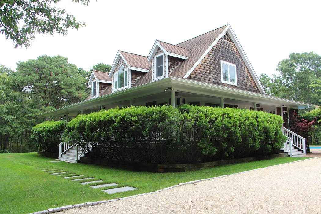 BEAUTIFULLY APPOINTED HOUSE ON THE HILL Wainscott, NY 11975